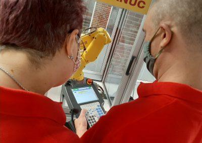 Kurz Automatizácia systémov riadenia v strojárstve ktorú pre projekt pripravený na prácu zastrešuje firma Newport Group